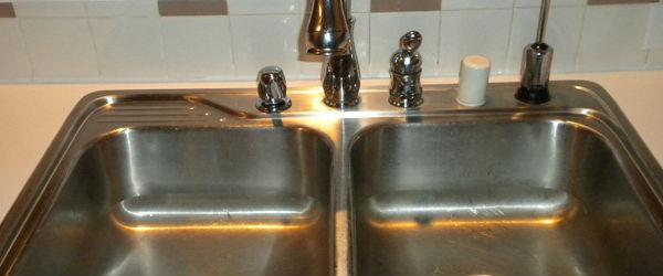 Почистване на кухненски мивки