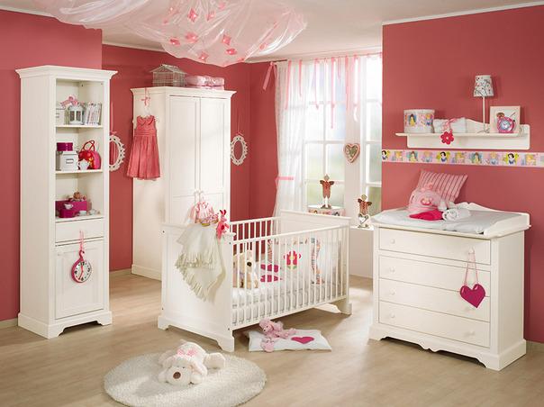 Детска стая със сърчица