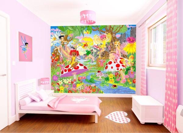 Детска стая с децорация на стената