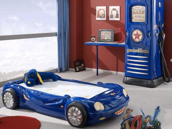 Детска стая с легло кола