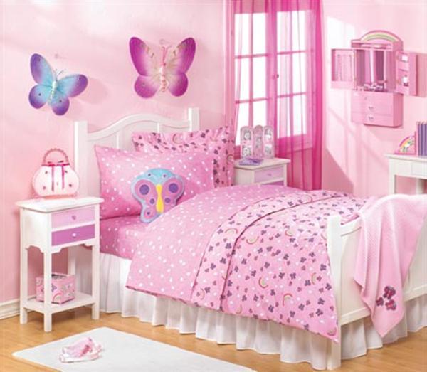 Детска стая с пеперуди