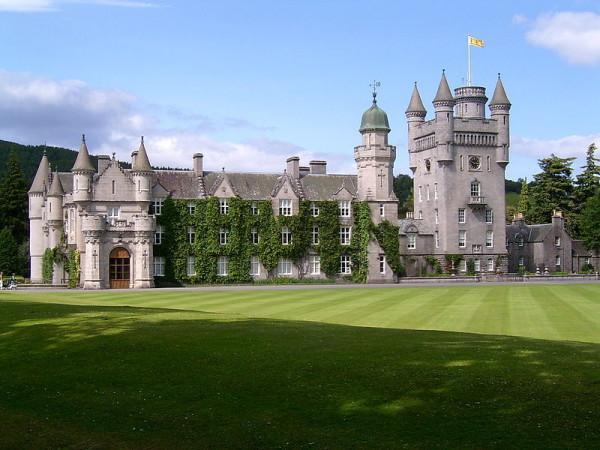 Къща замък