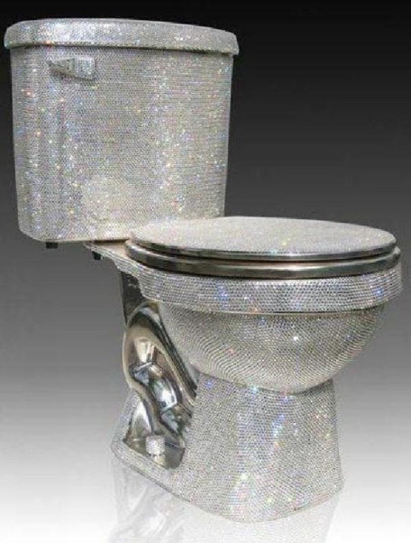 Тоалетна чиния в банята