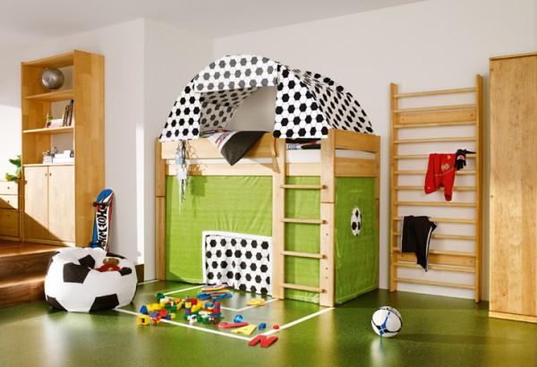 Футболно игрище в детската стая