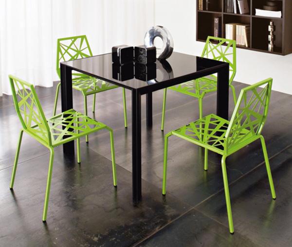 Кухненсак маса със зелени столчета