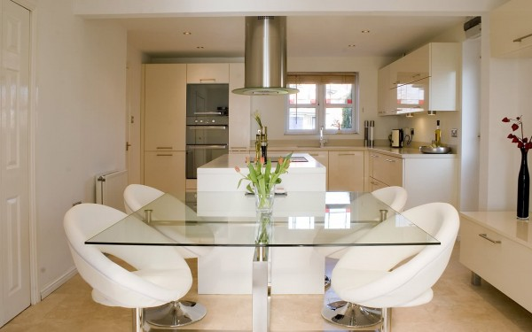 Кухненсак маса с удобни столчета