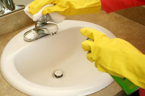 Почистване на мивката