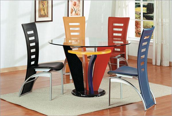 Цветна кухненска маса